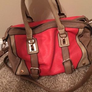 Red/beige purse in good condition!